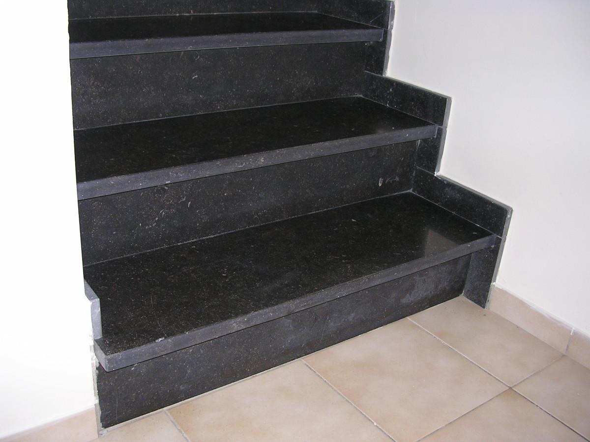 Kempenland steenkapperij natuursteen interieur en exterieur binnentrappen - Binnen trap ...